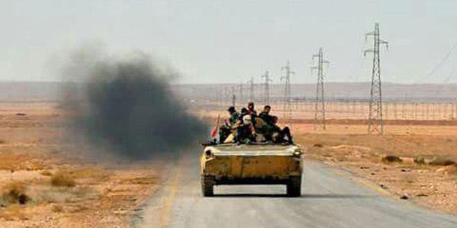 """الجيش العربي السوري يحكم سيطرته على منطقة ومثلث آرك والمحطة الثالثة في البادية ويوجه ضربات قاصمة لإرهابيي """"داعش"""" بريفي الرقة وحلب"""