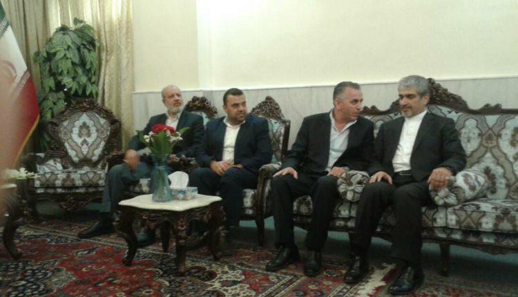 رئيس وأعضاء المكتب التنفيذي لاتحاد الصحفيين يقدمون واجب العزاء بالشهداء الإيرانيين