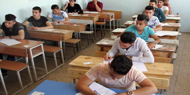 طلاب الفرع العلمي للثانوية ينهون امتحاناتهم.. أسئلة الكيمياء شاملة