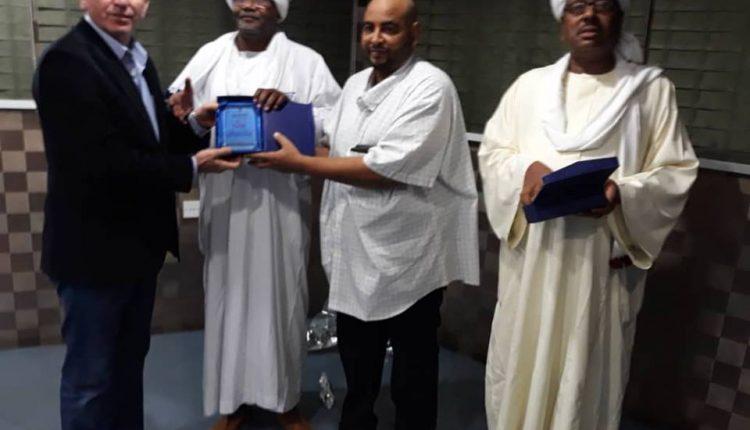 رئيس اتحاد الصحفيين السودانيين الصادق الرزيقي يكرم الزميل موسى عبد النور